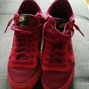 Nike Shoes - Nike Internationalist Mid Sneakers (size 6.5/7)